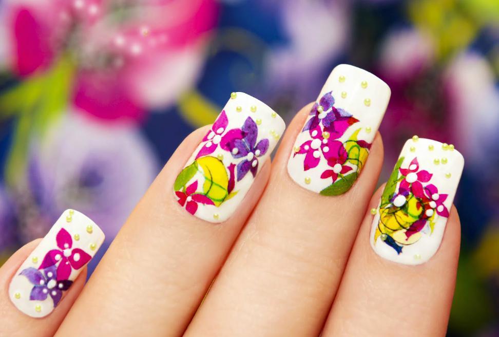 unghii gel cu flori