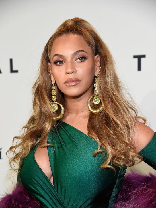 Coafura eleganta Beyonce