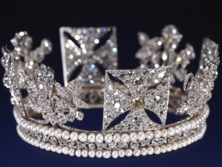 Povestea celor mai scumpe bijuterii ale reginei Elisabeta a II-a