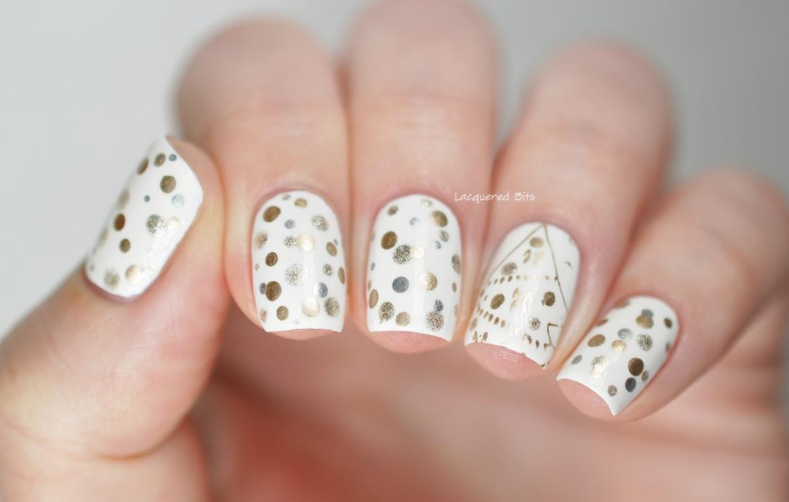 model unghii albe cu auriu