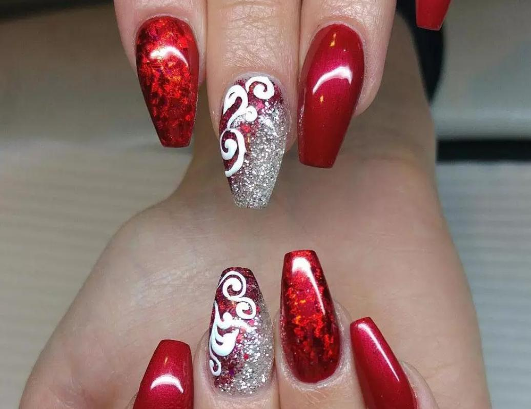 unghii lungi rosii pentru Craciun