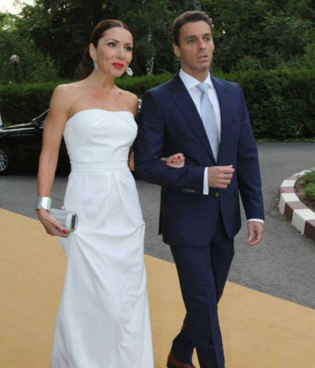 Era si timpul – Carmen Bruma a imbracat mult asteptata rochie de mireasa! Iata cat de frumoasa a fost!