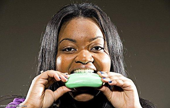 Aceasta femeie mananca 5 sapunuri saptamanal. Iata ce anume i-a declansat aceasta tulburare alimentara