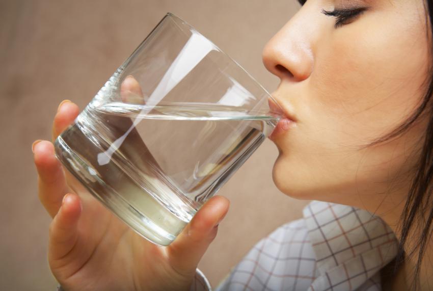 4 momente ale zilei cand este OBLIGATORIU sa bei apa!