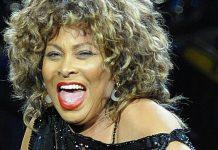 La premiera filmului său biografic, Tina Turner a ales să îmbrace un costum negru foarte elegant și pantofi argintii.