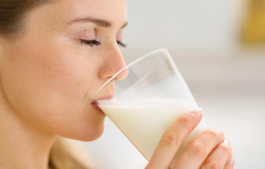 Stiai ca laptele este mai sanatos decat apa? Afla recomandarea specialistilor