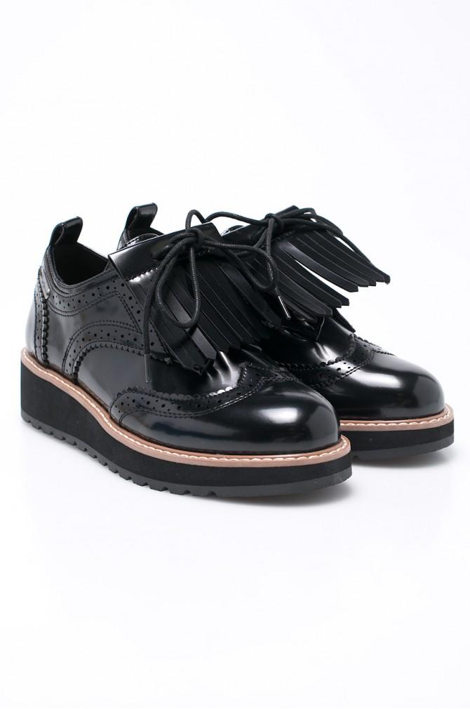 Pantofii accesorizați