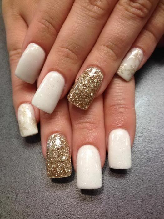 model unghii iarna cu alb si auriu