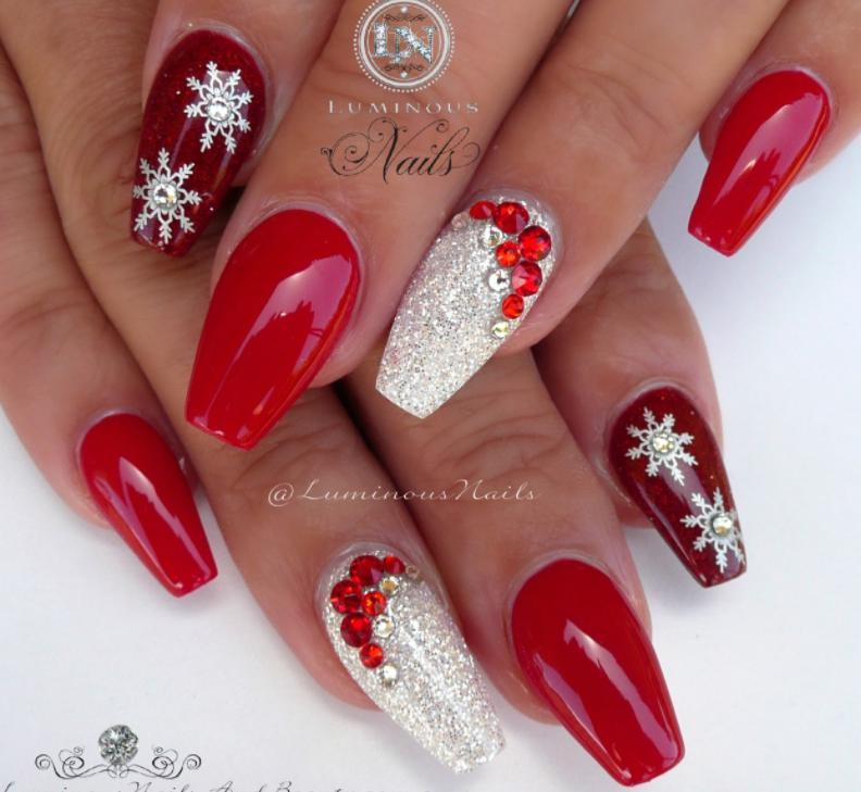 model unghii rosii Craciun