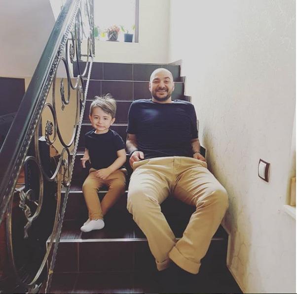 Imagine ADORABILA cu fiul Andreei Mantea, tatal si bunicul lui. Te vei topi de dragul lor!