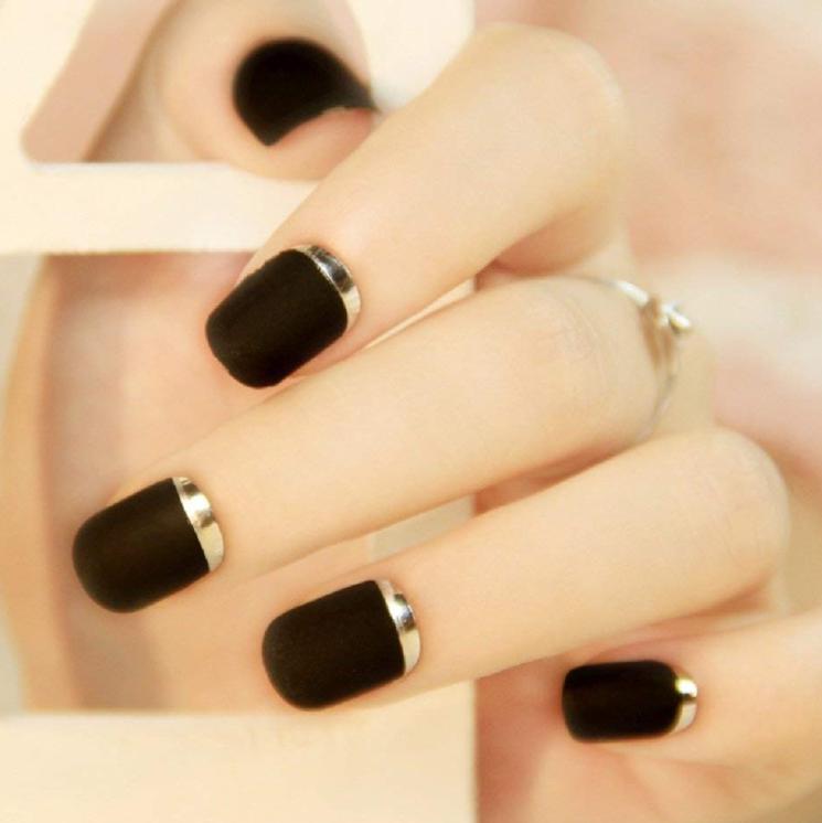 manichiura negru cu auriu