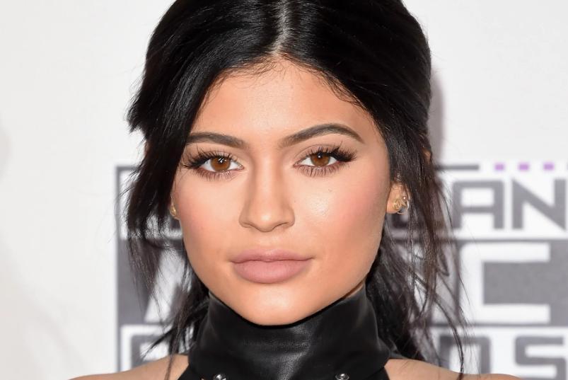 Coafura păr mediu 2020 Kylie Jenner