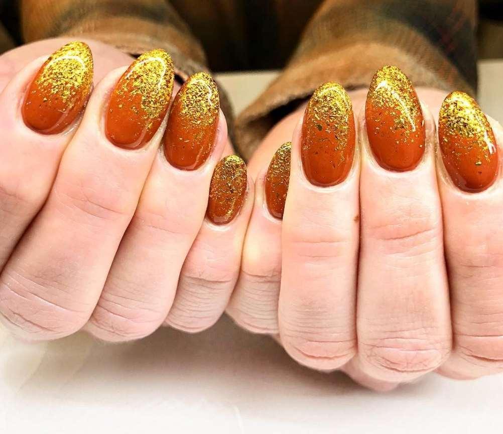 unghii toamna aramii cu auriu