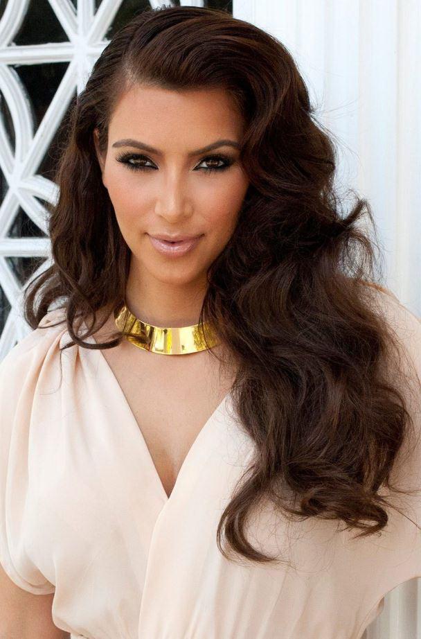 Kim Kardashian par lung ondulat