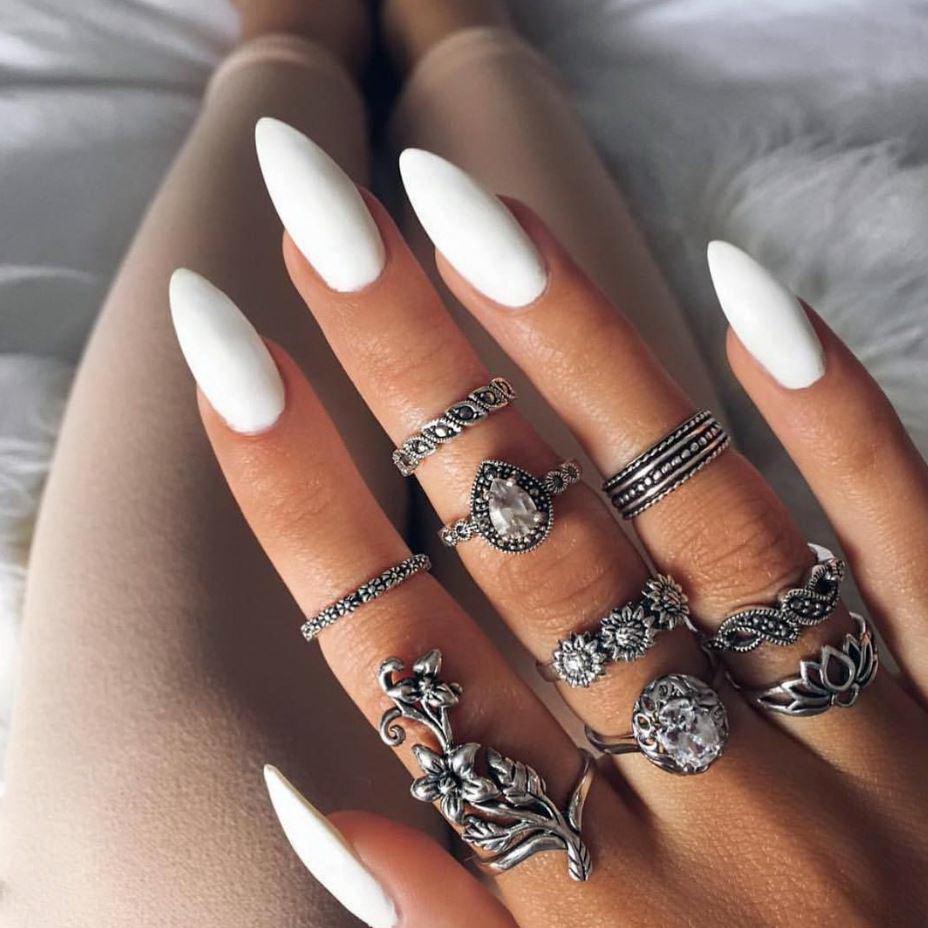 unghii cu gel albe