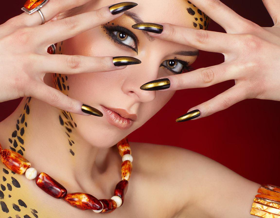 unghii cu gel aurii