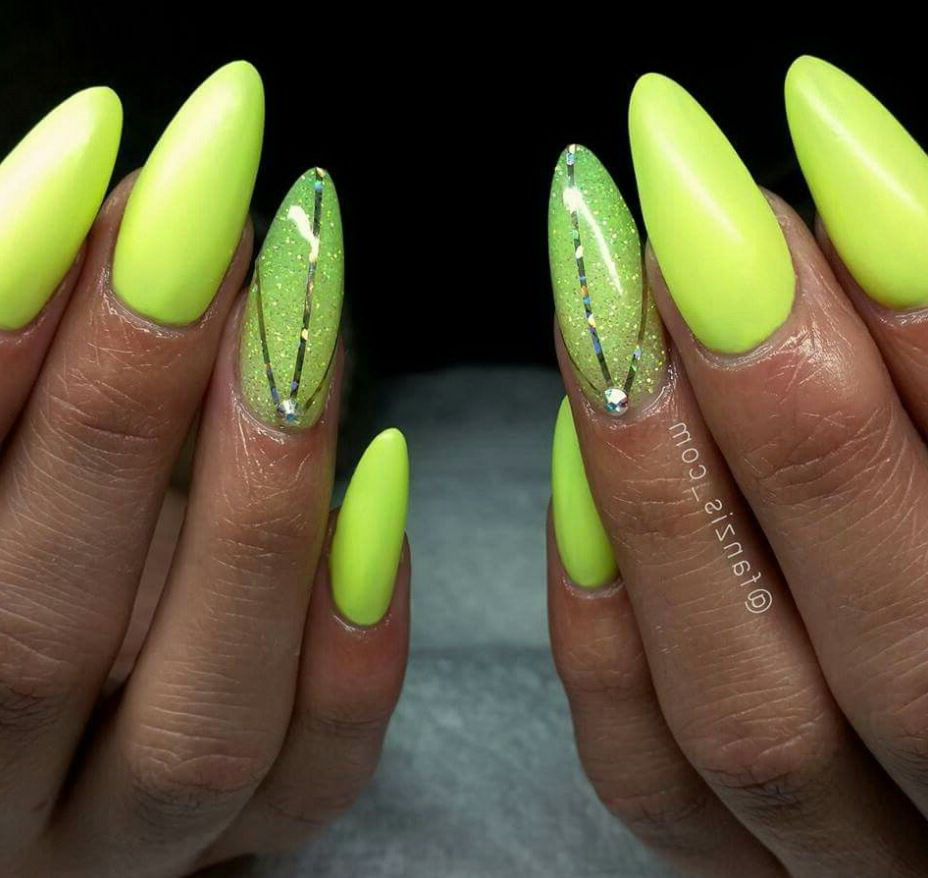 unghii cu gel galbene