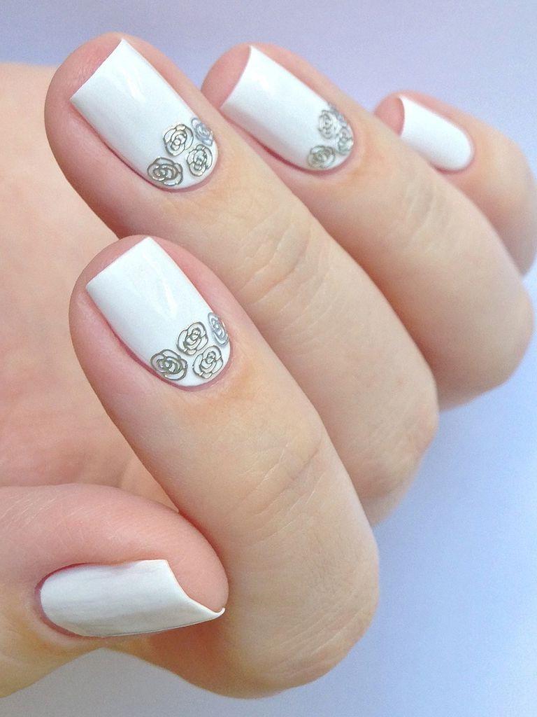 unghii gel albe cu flori