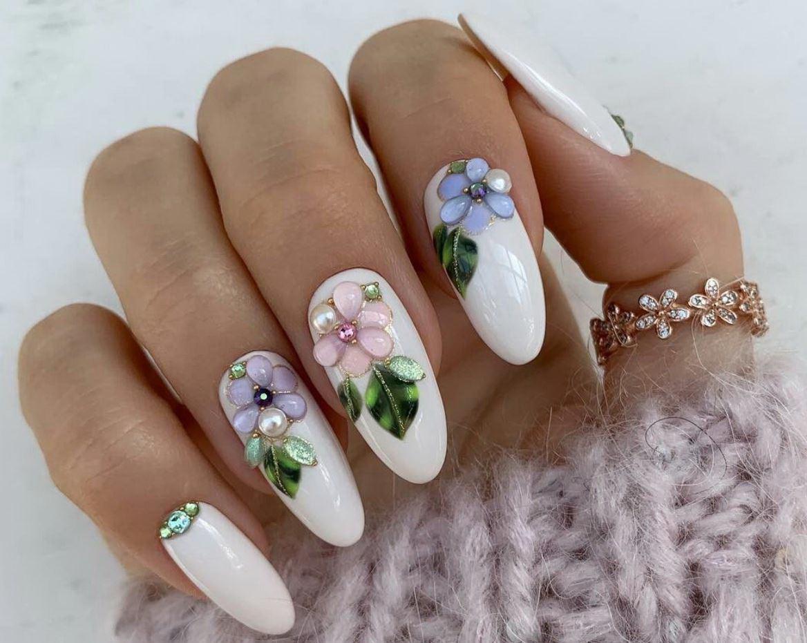 unghii rotunde cu flori