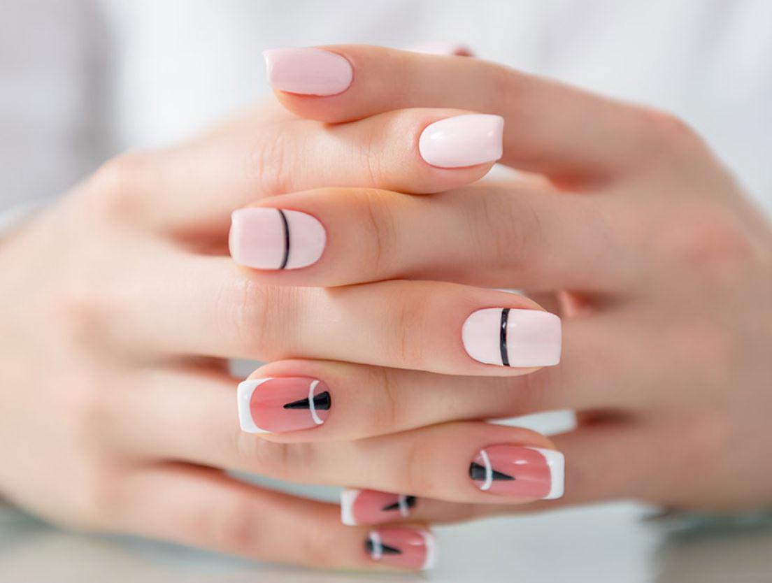 unghii roz cu model