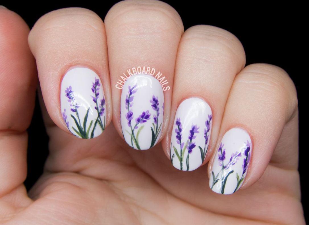Modelul de unghii cu flori de primavara