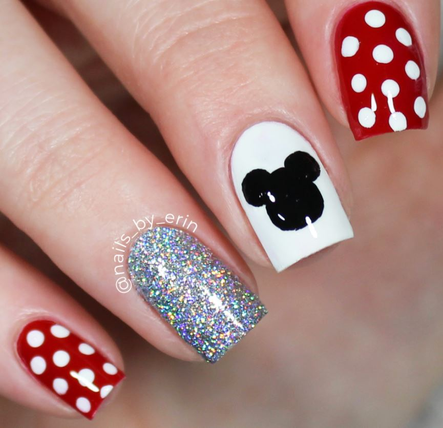 Unghii cu buline, in stil Minnie Mouse